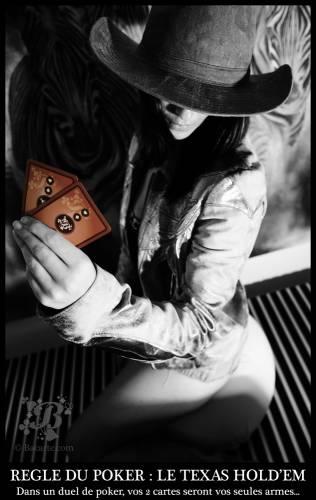 девушка в шляпе и карты
